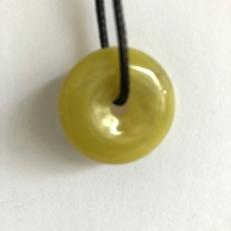 đồng điếu ngọc màu vàng cho người mệnh Thủy và Kim