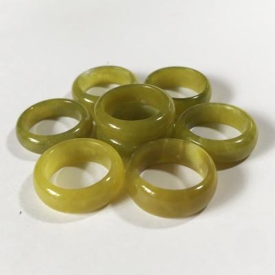 Nhẫn ngọc màu vàng chanh cho người mệnh Thủy và Kim